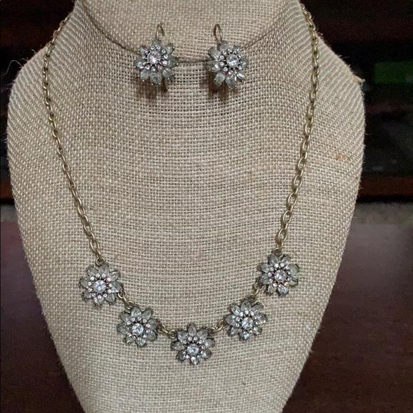 Chloe + Isabel Jewelry - Chloe & Isabel gold necklace & earrings